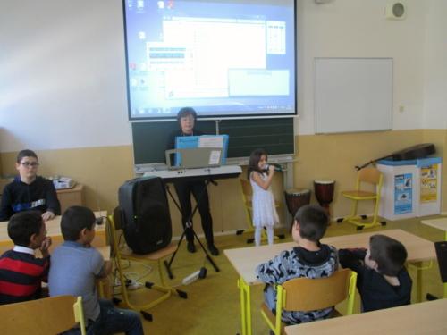 Pěvecká a hudební vystoupení ve ŠD_f03