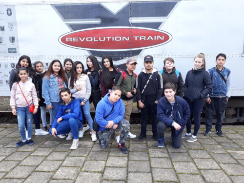 Revolution train f01