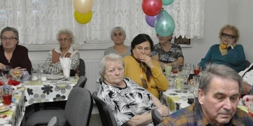 Vystoupení pěveckého kroužku v Klubu seniorů na ulici Střední v Havířově f03