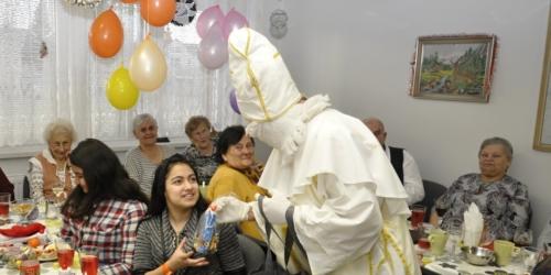 Vystoupení pěveckého kroužku v Klubu seniorů na ulici Střední v Havířově f07
